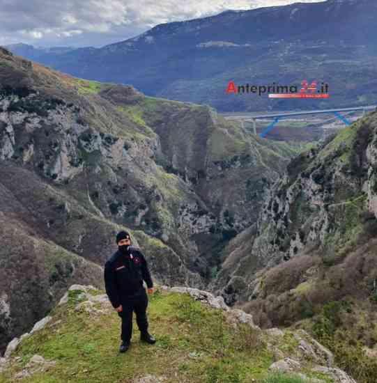 Romagnano al Monte, capre bloccate in un precipizio: interviene elicottero dei vigili del fuoco (Video)