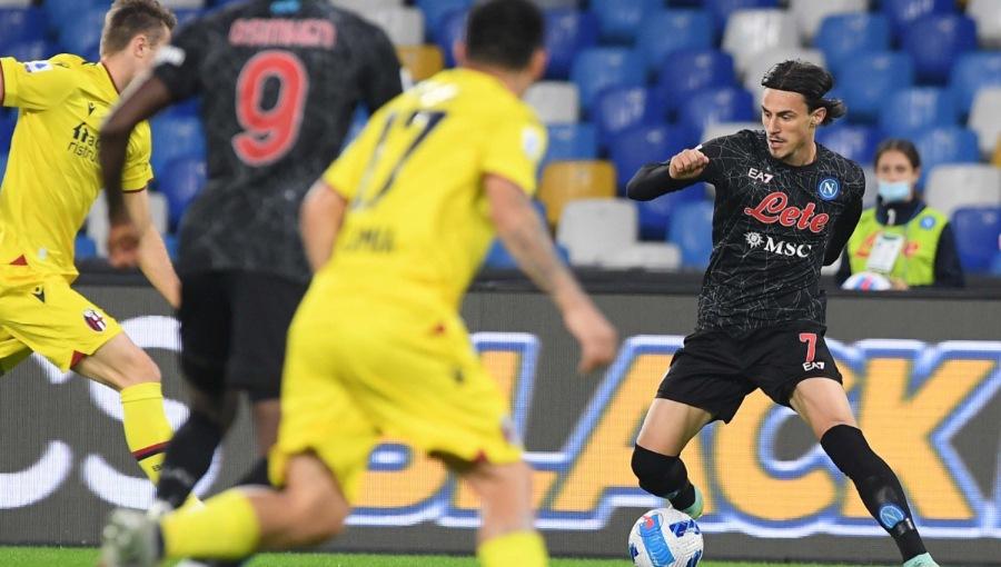 Il Napoli si riprende la vetta: Ruiz e una doppietta di Insigne stendono il Bologna