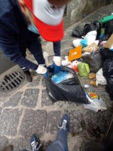 Rifiuti in Via dei Canali: Salerno Pulita contro ristoratori e pescivendoli